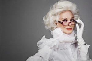 красивая женщина пожилого возраста