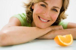 женщина и долька апельсина
