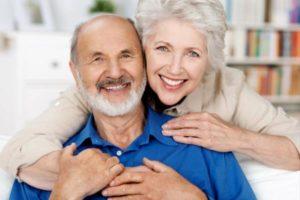мужчина и женщина пожилого возраста