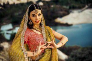 индианка танцует